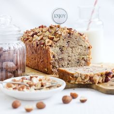 Moist banana bread for every season. With hazelnuts and chocolate. Easy and delicious. (in English and German)