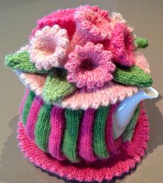 A little sneaky peaky and a Tea Cozy - I can alter this to crochet Tea Cosy Knitting Pattern, Knitting Patterns, Crochet Patterns, Scarf Patterns, Knitting Projects, Crochet Projects, Knitting Tutorials, Knitted Tea Cosies, Tea Blog