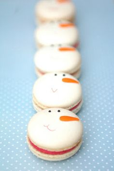 Christmas Macarons from the The Cupcake Gallery Blog. Repinned by Anges de Sucre www angesdesucre.com
