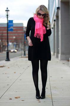Los accesorios rosa intenso siempre realzan cualquier outfit.