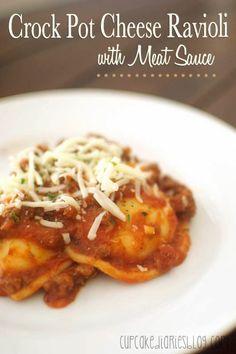 Crock Pot Cheese Ravioli with Meat Sauce | cupcakediariesblog.com