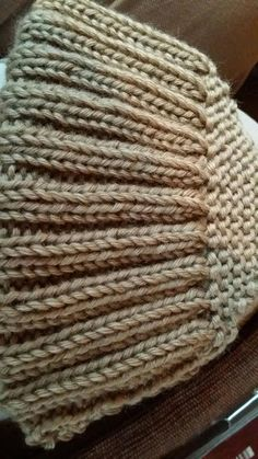 Lomme-tøfler Knitted Hats, Diy And Crafts, Knitting, Tricot, Breien, Stricken, Weaving, Crochet, Stitches