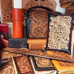 #leathercraft #leathercarving #leathergoods #leatherTooling #handmade #レザーカービング#レザークラフト#ハンドメイド by mai19620205