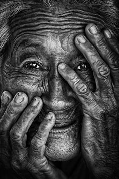 Photography People Portrait Black And White - Photography Portrait Male, Old Man Portrait, Foto Portrait, Black And White Portraits, Black And White Photography, Charcoal Portraits, Face Photography, Photography Hacks, Photography Lighting