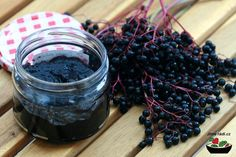 This is a jam that is also healthy as its ingredients are similar to elderberry syrup, which is used to help prevent the flu or hasten recovery if one already has the condition. Elderberry Jam, Elderberry Recipes, Elderberry Ideas, Good Food, Yummy Food, Natural Kitchen, Eat Seasonal, Food Club, Canning Recipes