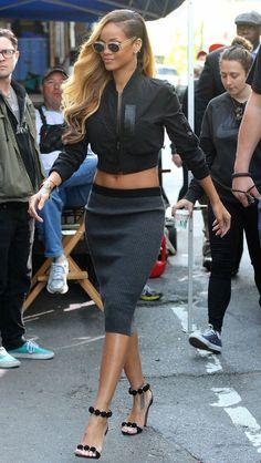 Rihanna in stylish black cropped top & Grey stretch midi pencil skirt I… Rihanna Mode, Style Rihanna, Looks Rihanna, Rihanna Riri, Rihanna Fashion, Crop Top Styles, Rihanna Outfits, Look Fashion, New Fashion