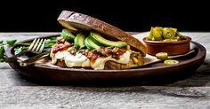 Tex-mex-ostesmørbrød med Ridder®, tacokjøttdeig, tomatsalsa og avokado | Oppskrift | Meny.no
