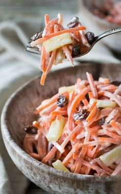 A very easy nutritious Paleo, Whole and Gluten Free Carrot Raisin Pineapple Salad that requires no cooking and can be made in just a few minutes! It's vegetarian and you can make it vegan with a mayonnaise substitute.Omit honey to make vegan Paleo Whole 30, Whole 30 Recipes, Vegetarian Recipes, Cooking Recipes, Healthy Recipes, Pineapple Salad, Pineapple Recipes, Cucumber Recipes, Soup And Salad