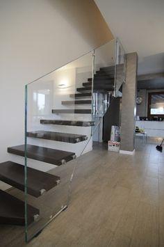 Zircone:Scale Autoportanti Per Interni, Scala a sbalzo in Ferro, Legno o Acciaio con illuminazione Led, Scale Sospese di Design. Novi Modena