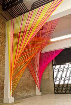 30 Creative Diy String Art Ideas How cool would giant string art be for a ceremony backdrop? The post 30 Creative Diy String Art Ideas & Endzeit Inspirationen appeared first on Neon wedding sign . String Art Diy, Arte Linear, Instalation Art, Ceremony Backdrop, Wedding Ceremony, Wedding Venues, Backdrop Wedding, Diy Wedding, Wedding Ideas
