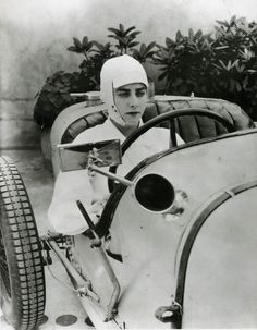"""""""The Fastest Girl on Earth"""", Englishwoman, Dorothy Levitt, early 20th century pioneer of female independence, motoring and motor racing, successful female motor-race competitor in Great Britain, aircraft pilot, victorious speedboat driver, pioneer of the use of the rear view mirror. portrait by George Hoyningen-Huene (1927)"""