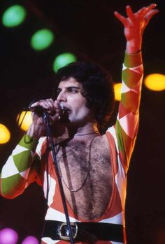 "Freddie mercury~Queen at the ""Earls Court"" - on June, Brian May, John Deacon, Foo Fighters, Mr Fahrenheit, Roger Taylor, We Will Rock You, Queen Freddie Mercury, Queen Band, Killer Queen"