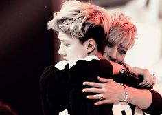 SeTao | Tao and Sehun hugging each other on stage ♥♥♥