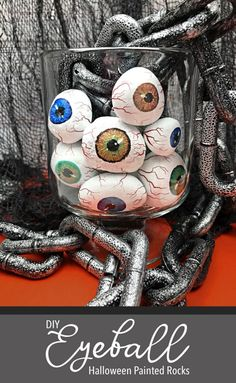 These are the coolest! How to make Painted rock eyeballs for Halloween. Tutorial from Carla Schauer Studio. Halloween Rocks, Halloween Projects, Holidays Halloween, Halloween Crafts, Rock Painting Supplies, Rock Painting Designs, Rock Crafts, Fun Crafts, Halloween Painting