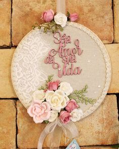Embroidery Hoop Crafts, Wedding Embroidery, Embroidery Art, Handmade Crafts, Handmade Home Decor, Diy And Crafts, Diy Bow, Diy Ribbon, Couronne Diy
