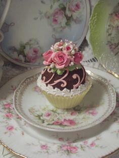 (cloettacc) Life Size Cupcake Fake Food Cottage Decor