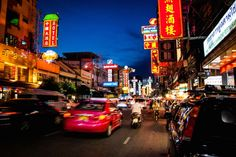 Discover the China town (Yao Wa Rat) of Bangkok and the biggest flower (Pak Khlong Ta-lad) today ;)  #bangkok #chinatown #takemetour #takeme #localexpert #experienceseeker #localdaytour #daytrip  https://www.takemetour.com/trip/night-tour-experience-in-china-town-and-local-flower-market-