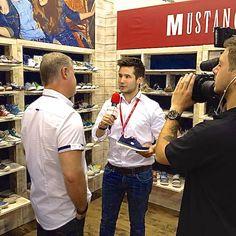 schuhplus Schuhe in Übergrößen auf der GDS bei Mustang Schuheschuhplus Schuhe in Übergrößen auf der GDS bei Mustang Schuhe. Joachim Schnabel stellt die neue Kollektion vor. #shoes. #gds #gdssoesfair #schuhplus #gds2014 #schuhe #schuhmesse #düsseldorf