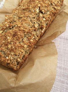 Kerniges Haferflocken-Brot ohne Mehl | danielas foodblog