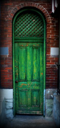 Green Door | I walk past this door on the way to the gym eve… | Flickr