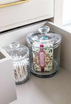 Guest bathroom essentials - how to make your guests feel pampered Shower Niche, Shower Floor, Marble Mosaic, Mosaic Tiles, Craft Projects For Kids, Diy Projects, Do It Yourself Projects, Make It Yourself, Pony Wall