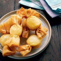 Caramelos de queso de cabra Sweet Recipes, Snack Recipes, Cooking Recipes, Gourmet Appetizers, Gluten Free Puff Pastry, Snacks Sains, Food Garnishes, Food Decoration, Food Humor