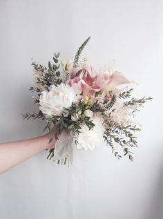 sposa naturale nella forma e nei toni di colore. Bouquet sposa naturale nella forma e nei toni di colore. Welche Bedeutung hat Really loves you . Bridal Flowers, Flower Bouquet Wedding, Floral Wedding, Bouquet Flowers, Blush Bouquet, Paper Bouquet, Boquet, Blush Flowers, Spring Bouquet