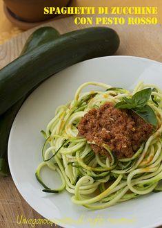 Spaghetti di zucchine con pesto rosso alla siciliana (vegan e raw)