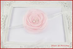 Bracelet fleur rose poudre et blanc pour demoiselle