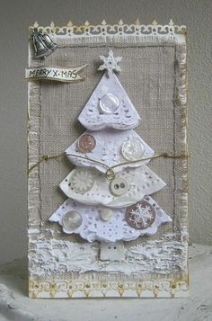 wunderschöne Weihnachtskarte mit einem Weihnachtsbaum aus Stoff