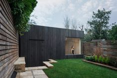 Hidden away at the bottom of the garden, step down into a contemporary form covered in charred timber and inside a beautiful gymnasium – a total contrast. Garden Studio by EASTWEST ARCHITECTURE #EASTWEST #Architecture #Exterior #Cladding #Studio #GardenStudio #GardenRoom #Inspire #CharredCedar #Yakisugi