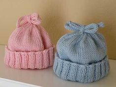Such a cute knit hat pattern and perfect for beginners, an easy knitting pattern. Baby Boy Knitting, Crochet Baby Hats, Knitting For Kids, Knit Or Crochet, Free Knitting, Knitted Hats, Free Crochet, Simple Knitting, Baby Knits