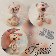 Eine kleine LoMi MiNimi Bärendame #lomimitherzundnadel #amigurumi #taschenbaumler #schlüsselanhänger #häkeln #häkelnisttoll #häkelnmachtglücklich #handmadewithlove #crochet #bär #teddybär #teddybear #bear #dekopuppe #diy #homemade #handmade by lomi_mit.herz.und.nadel