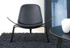 Fauteuil Shell Chair CH 07 de Hans J. Wegner par Carl Hansen. #armchair #black #leather