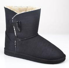 Thanks for this post @girliegirlarmy   Neuaura vegan uggs, $150 @ neuaurashoes.com  #veganshoes #veganboots Neuaura - Dakota in black  http://www.neuaurashoes.com/dakota-black/
