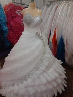 Crystal Wedding Dresses, Indian Wedding Gowns, Indian Gowns Dresses, Evening Dresses For Weddings, Ball Gown Dresses, Pakistani Dresses, Bridal Dresses, Flower Girl Dresses, Wedding Attire