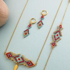 Le produit Boucles d'oreille motif Osiris tissées en perles de verre est vendu par My-French-Touch dans notre boutique Tictail.  Tictail vous permet de créer gratuitement en ligne un shop de toute beauté sur tictail.com