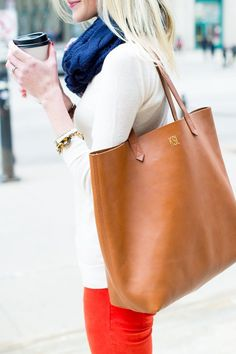 The weekend bag staple — a classic leather tote.