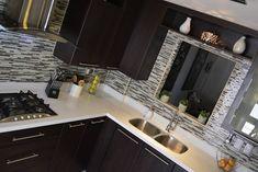 Cocina thermofoil espresso 6: cocinas de estilo por toren cocinas | homify Small Kitchen Tiles, New Kitchen, Kitchen Design, Kitchen Countertops, Kitchen Cabinets, Kitchen Appliances, Small U Shaped Kitchens, Bed Furniture, Dining Room Table