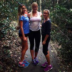 Alana Blanchard, Bethany Hamilton, and Leila Hurst : love Alana's running outfit
