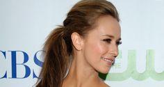 Jennifer Love Hewitt Smiling Side Face Photoshoot