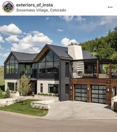 99 Fantastic Farmhouse Exterior Design Ideas That Looks Cool, Style At Home, Contemporary Architecture, Architecture Design, Contemporary Houses, Rustic Contemporary, Luxury Boat, Mansion Interior, Garage Interior, Modern Farmhouse Exterior