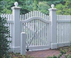 Hill Curved Rail Walk Gate - As attractive as this particular Chestnut Hill gate is, the authentically replicated Historical Williamsburg ball-and-chain closure is sure to be the conversation piece.