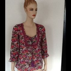 Floral blouse Beautiful floral top Ann taylor loft Tops Blouses