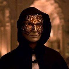 Google Image Result for http://lightmasterstudios.co.uk/wp-content/uploads/2012/04/Eyes-Wide-Shut-Mask1.jpg
