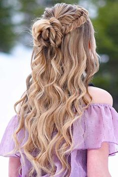 Prom hairstyles are supposed to be elegant and sophisticated because this occasion is quite formal. But no one cancels the necessity to follow the newest trends. So, we have a gallery where you can find it all. We have found popular and chic formal hairstyles for your inspiration. #hairstyles #promhairstyles #longhairstyles
