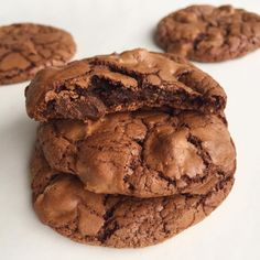 Ces cookies tout chocolat sont fondants et croquants. Cookies Fondants, Book Cakes, French Desserts, Dinner Entrees, Chocolate Decorations, Brownie Cookies, Cake Shop, Cookies Et Biscuits, What To Cook
