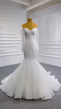 White Homecoming Dresses, Fancy Wedding Dresses, Stunning Wedding Dresses, Lace Mermaid Wedding Dress, Gown Wedding, Beautiful Gowns, Bridal Gowns, Lace Gown Styles, Fairytale Gown