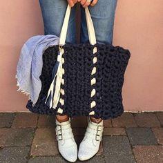 El yapımı lacivert/krem örgü çanta plaj çantası olarak da değerlendirilebilir ���� #elyapımı #elişi #elemeğigöznuru #hediyelik #yaz #sunumönemlidir #sunum http://turkrazzi.com/ipost/1514613653142744636/?code=BUE_Re_h648