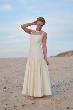 Unique Weddings, White Dress, Wedding Dresses, Beach, Fashion, Bride Dresses, Moda, Bridal Gowns, The Beach